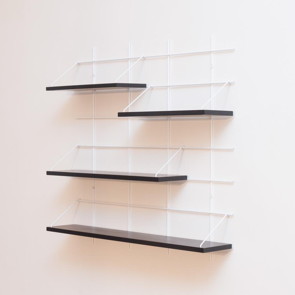 étagère Gassien Paris config 7 Louison 1 base blanche 4 planches laquées noires faible profondeur 15cm vue de profil