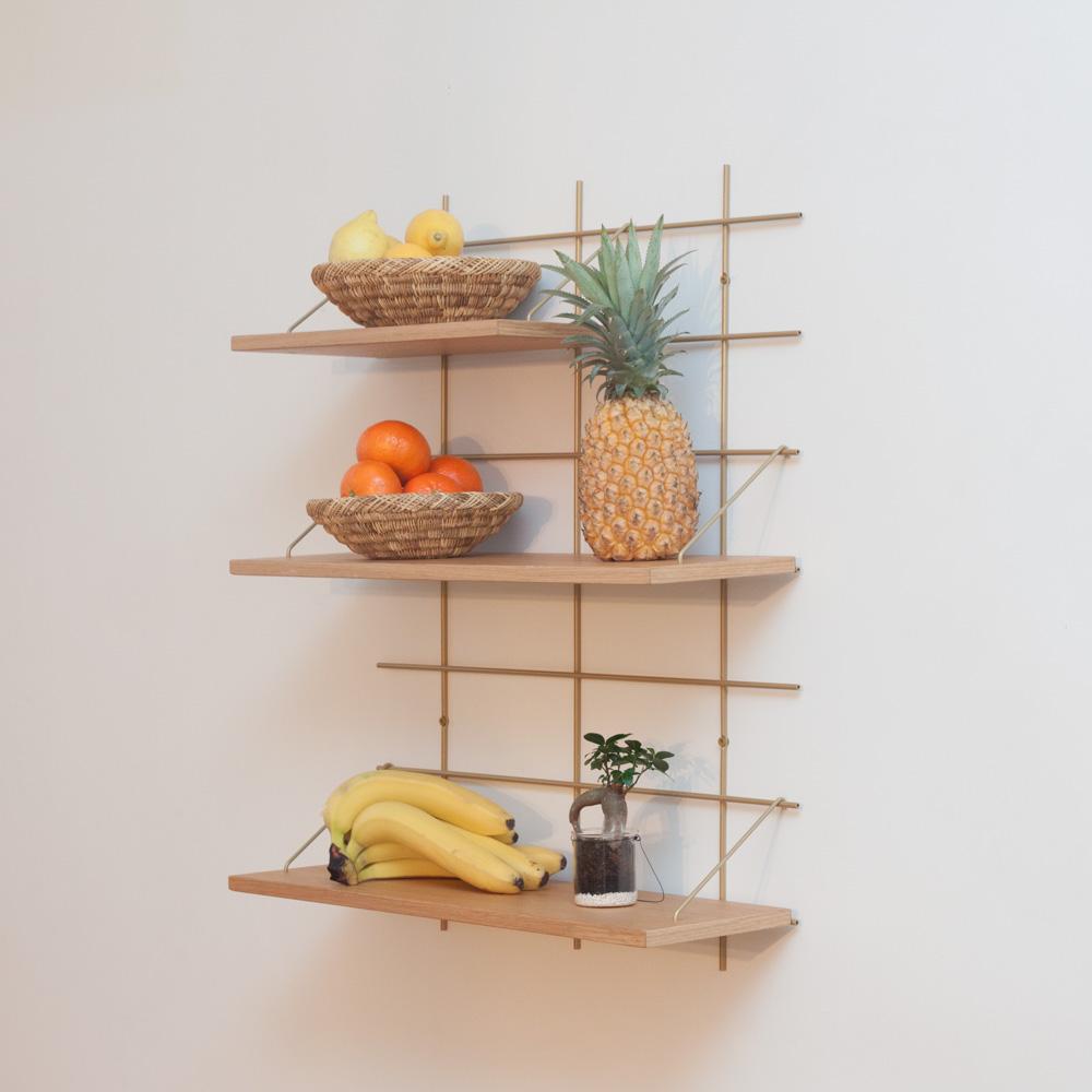 étagère Gassien Paris config 4 Nora 1 base laiton 3 planches chêne massif moyenne profondeur 20cm vue de profil fruits cuisine